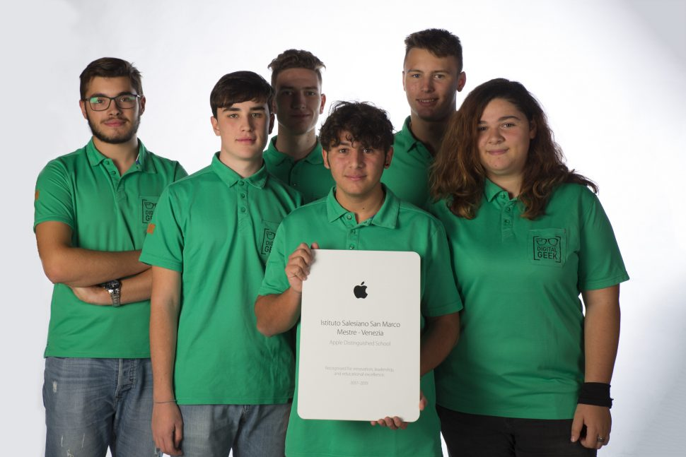 Apple-Distinguished-School_00